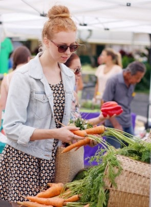FarmersMarket-Carrots